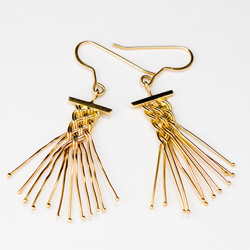 Dancer earrings in 18k gold by Tamberlaine